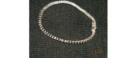 Bracciale tennis in argento 800 con pietre nere ideale per un regalo speciale oppure per un piacevole sfizio   click-a per vedere di più.