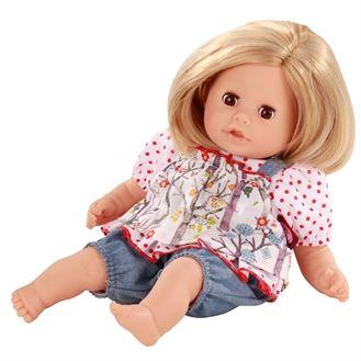 Fin badedukke fra Götz. Dukken har rigtigt hår og en blød krop med små perler i. Øjenene kan blinke og håret kan vaskes. Hurtig dag-til-dag levering.