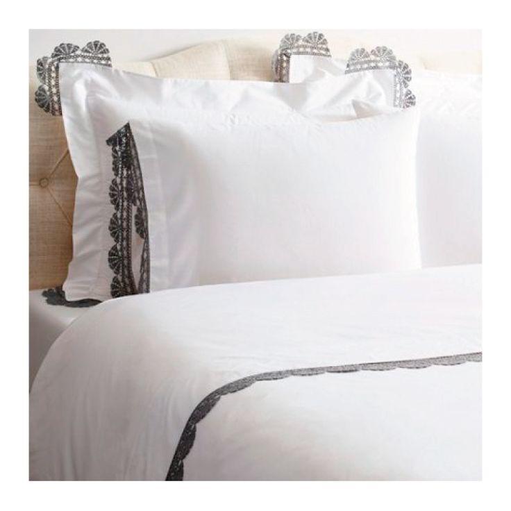 Sümela lacivert nevresim seti ile sadelik, şıklık ve nostaljiyi yatağınıza taşıyın.