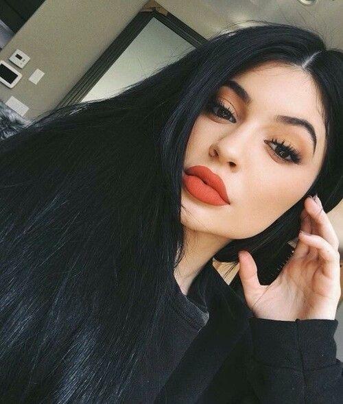 #Make-up desta #estação: #Truques para #olhos e #lábios mais bonitos #makeup #eyes #lips #beauty #FemmeFatale #Classic #LipsRed #Red #batom #simple #KylieJenner