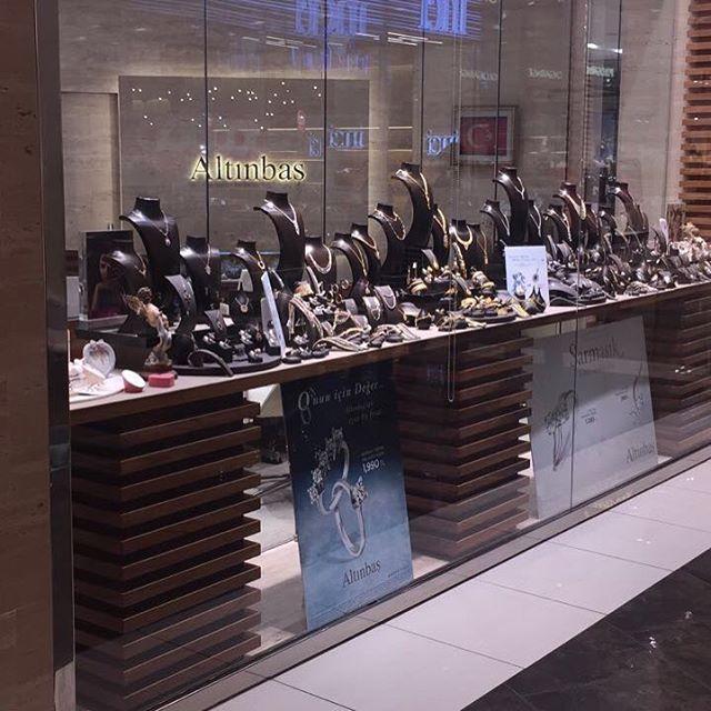 Altınbaş, Akasya AVM'de birbirinden güzel ve nadide parçalar ile sizi bekliyor. Gelin birlikte sizin için en güzel parçaları seçelim. #Mücevherat #Kuyumcu #Akasya #Altınbaş #AkasyAVM #Fashion http://www.butimag.com/fashion/post/1481732669095845733_1947165455/?code=BSQLAMRjJ9l