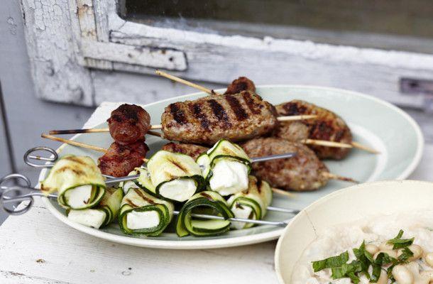 Tapas vom Grill,  Zucchini mit Halloumikäse, Hackfleischröllchen mit Honig, Zimt, Knobi;  Aprikose in Bacon gegrillt