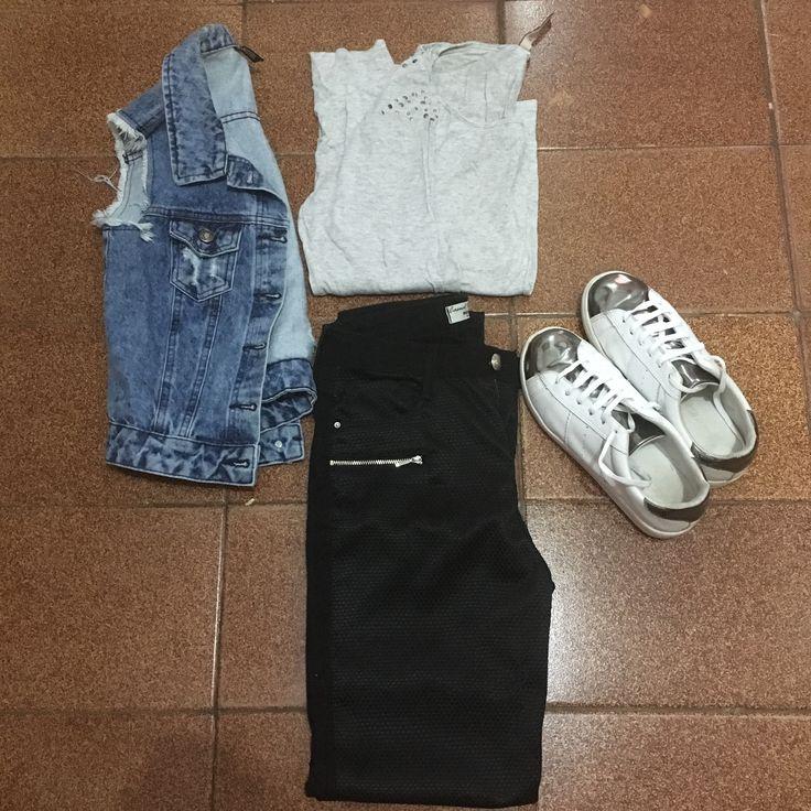 Blusa de manga comprida cinza + colete jeans (Lojas Renner) + calça preta (Marisa) + tênis branco e prata (Blog Ana Mello).