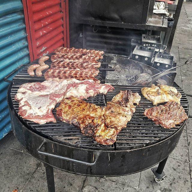 アサド(アルゼンチン料理)  아사도 (아르헨티나 요리 ) asado argentino  #肉 #アサド #アルゼンチン料理 #アルゼンチン #ブエノスアイレス #아사도 #아르헨티나요리 #고기 #부에노스아이레스 #argentina🇦🇷 #barrios #buenosaires #buenosairescity #laboca #parrilla #asado #chori #ig_buenosaires #ig_argentina #instagram #photography #southamerica #사진  #写真 #carne