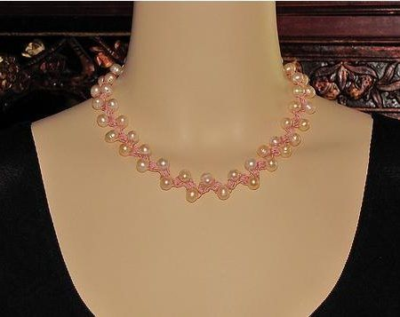 Вязаное ожерелье из бусин