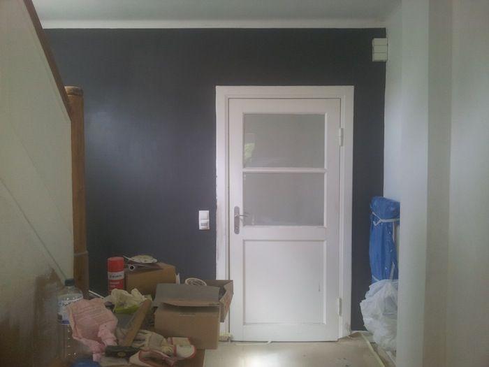 Diele Nachher: Graue bzw. schwarze Wand.