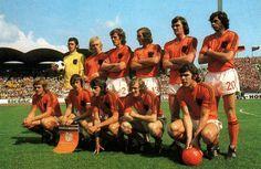15.06.1974 a Hanovre Pays-Bas - Uruguay (2-0). Rep (7e, 87e). Debout de gauche à droite : Jongbloed, Rijsbergen, Haan, Neeskens, Krol, Suurbier. Au premier rang : Rep, Cruyff, Rensenbrink, Jansen, Van Hanegem.