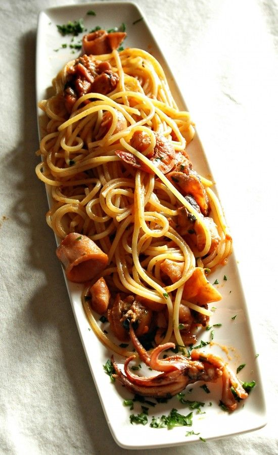 spaghetti ai frutti di mare e profumo di limone-seafood spaghetti with lemon (note: google translate)