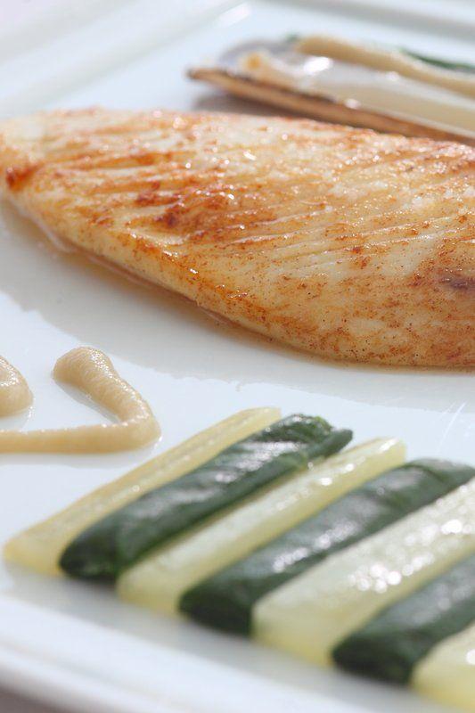 SAINT PIERRE poêlé à l'unilatéral, traits d'iode, son couteau tiédi, jeu de cardes. #Fish #Chef #PhilippeVetele #Michelin #RelaisChateaux