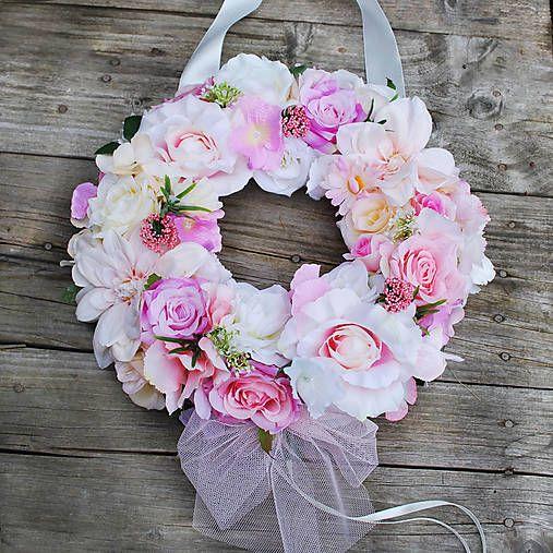 DEKOART / Veniec na svadobné auto v ružových odtieňoch