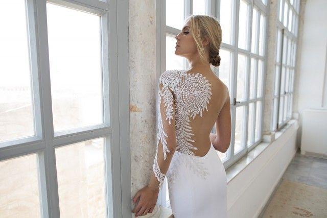 Свадебное платье с иллюзией открытой спины от Рики Далала 2016