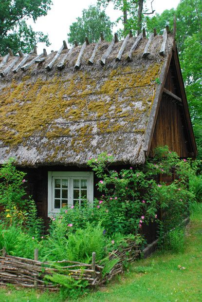 #minicasa #tinyhouse Cottages & Country Houses | Rustic thatch & wood w/ garden