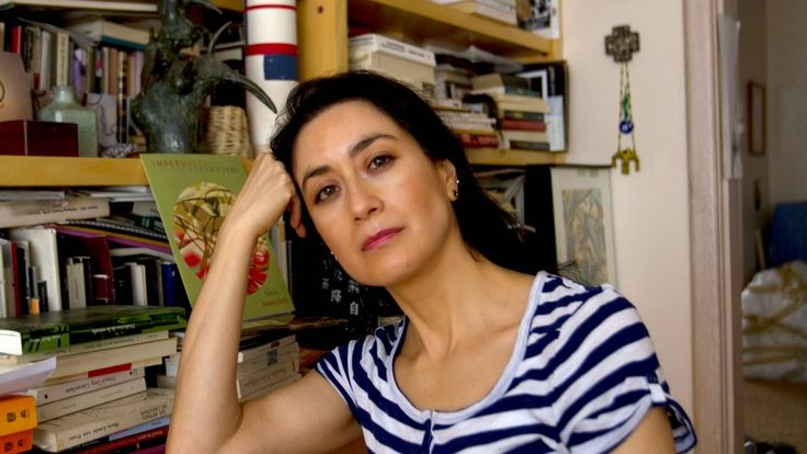 Entrevista con Avelina Lésper - Lúcida y afilada como una guillotina!!