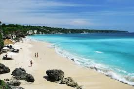 beach dream land is a very beautiful beach with white sand and blue water, you certainly feel satisfied after visiting this beach<3