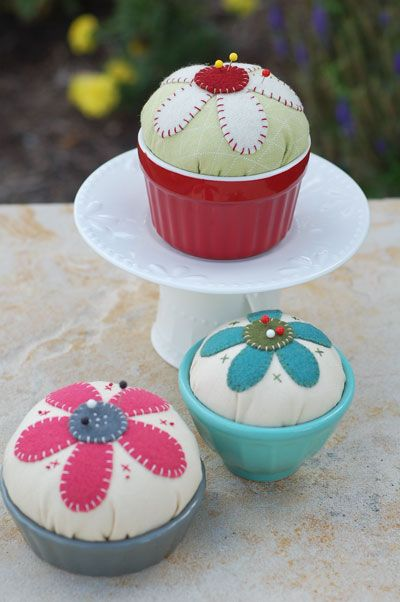 all things simple: crafts: Things Simple, Craft, 621 Pincushions, Pincushions Web Jpg 400 602, Pin Cushions, Idea Cupcake Pincushions, Sewing Pincushions, Super Simple, Flower Pincushions