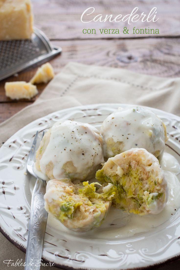 I canederli con verza e fontina sono gnocchi di pane tipici del Trentino Alto Adige, si possono servire asciutti con la salsa al formaggio oppure in brodo.