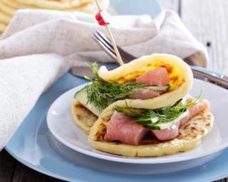 Pancakes salés saumon, concombre et aneth pour débutant en cuisine : http://www.fourchette-et-bikini.fr/recettes/recettes-minceur/pancakes-sales-saumon-concombre-et-aneth-pour-debutant-en-cuisine.html