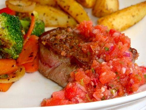 Если я жарю говяжий стейк,то без Сальсы ну никак! Ох и люблю я)) Острая,пряная,легкая!Прекрасное дополнение к жаренному мясу! Мексиканская сальса к говядине…