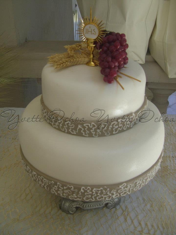 Pastel de Primera Comunión en color rosita ,oro y las uvas verdes :)