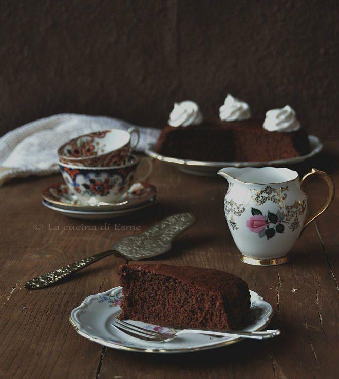 Hot milk chocolate cake - Torta al latte caldo versione al cacao - una torta perfetta per la colazione e la merenda