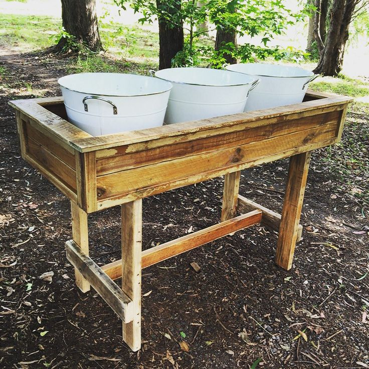 Rustic Drink / Ice Tub Station made from Reclaimed Pallets.