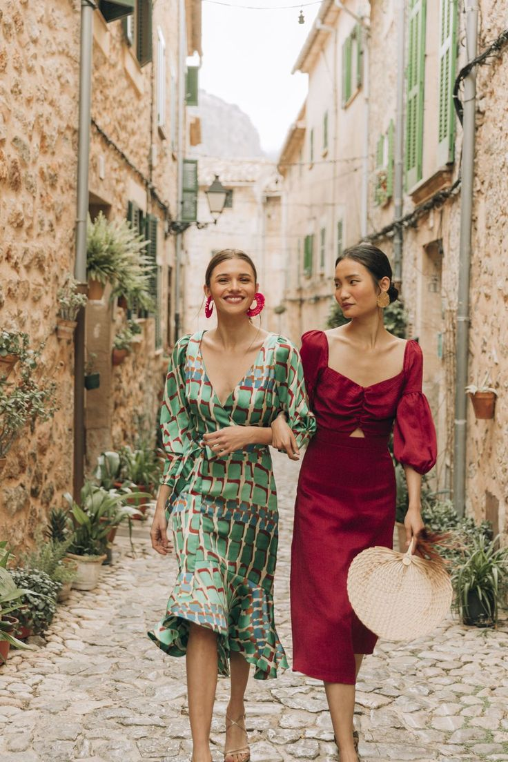 vestidos invitada vanderwilde firma española Boho Wedding Guest Outfit, Wedding Guest Looks, Best Wedding Guest Dresses, Wedding Attire, Colorful Wedding Guest Outfits, Wedding Guest Fashion, Bridal Shower Guest Outfit, Summer Work Outfits Plus Size, Casual Work Outfit Summer