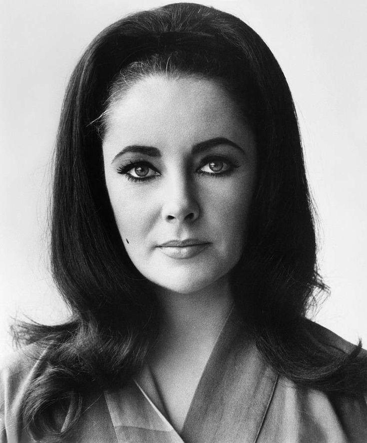 Accadde Oggi Elizabeth Taylor divina bellezza dagli occhi viola muore 23 marzo 2011 Biografia