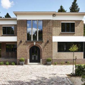Vlassak Verhulst Villabouw klassiek landelijk tijdloos interbellum renovatie aluminium ramen kroonlijst oversteek bredabaan symmetrie