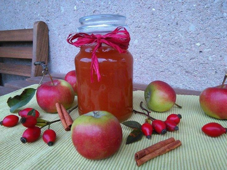 Jablečná marmeláda s šípky