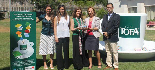 APEL e Tofa entregam mais de 900 livros à Cruz Vermelha Portuguesa