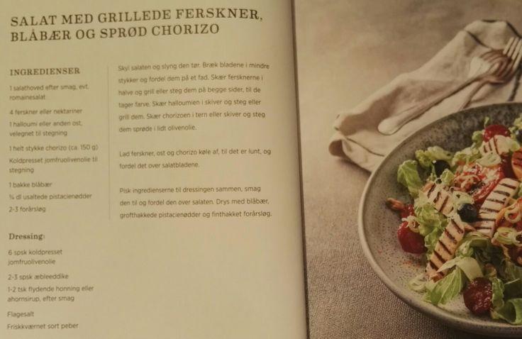 Salat med grillede ferskner, blåbær og sprød chorizo
