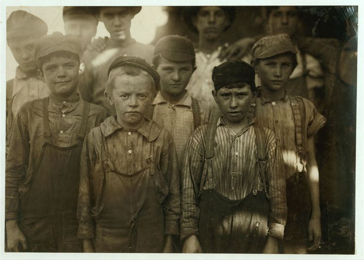 Enfants au travail en 1910 en Alabama ( USA )  Child labour in Birmingham, Alabama c. 1910