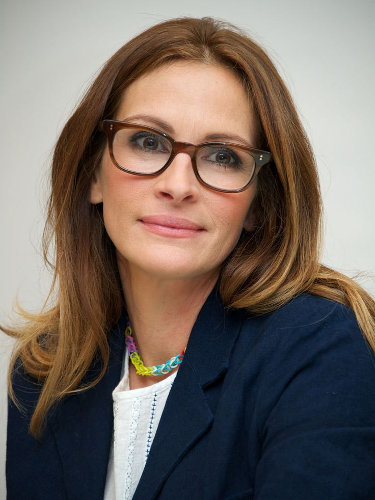 Julia Roberts - Pretty Woman - still pretty wearing glasses, too!