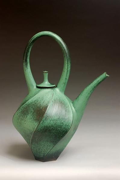 Lovely flowing lines, very fluid :) Ceramic tea pot by Jim Connell