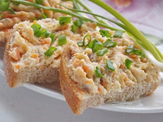 Паштет из Селёдки  С чем это такие вкуснющие бутерброды на Вашем столе? На вкус — будто с красной икрой! – будут изумляться гости, попробовав блюдо, рецептом которого мы Вами поделимся сегодня. И Вы узнаете, что оригинальная, бюджетная, простая в приготовлении и очень аппетитная закуска – не что иное, как паштет… из селёдки! Попробуйте — и увидите сами, что селёдочный паштет произведёт фурор на Вашем столе, затмив привычные бутерброды с икрой, шпротами и прочим…...