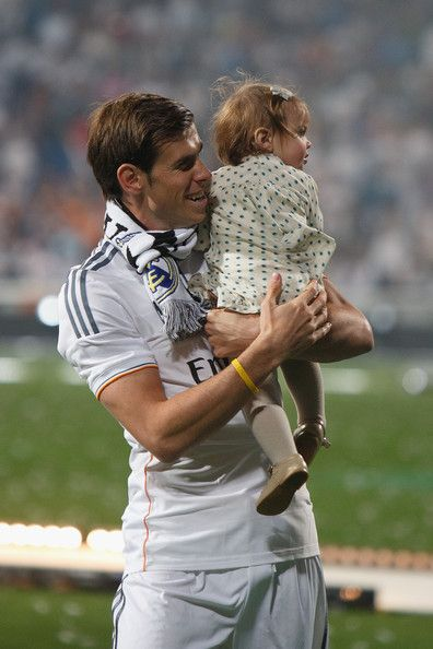 gareth bale's daughter alba violet bale | Real Madrid or Atletico de Madrid victory parade after winning the ...