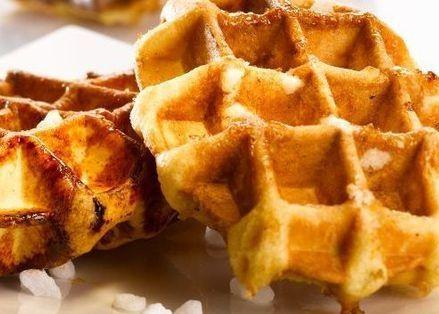 Recept Luikse wafels – Suikerwafels Oudejaarsdag gebakken en ze zijn erg lekker. Ik had er nog een pakje rozijnen doorgedaan ( een paar uur in warm water laten weken dan verbranden ze niet zo snel