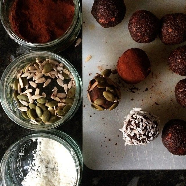 Last night I made some protein energy balls. ⭐️ 1/2 cup almonds, 1/2 cup cacao, 1/2 cup oats, 1/4 cup sunflower seeds, 1/4 cup pumpkin seeds, 10 medjool dates and 2 tbsp @bikiniblend vanilla protein. ⭐️ whiz it all up a blender or food processor. I used the @thenutribullet. If you are also using one, I'd recommend blending the ingredients at separate stages and then altogether at the end. ⭐️ once mixture is gooey and all blended down, scoop all of it out into a bowl and start making little…