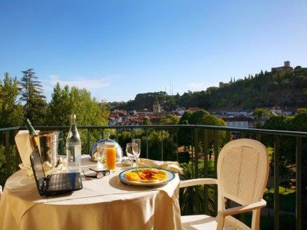 If you want to visit Tomar and spend the night nearby choose Hotel dos Templários, one of the best hotels in the centre of Portugal .