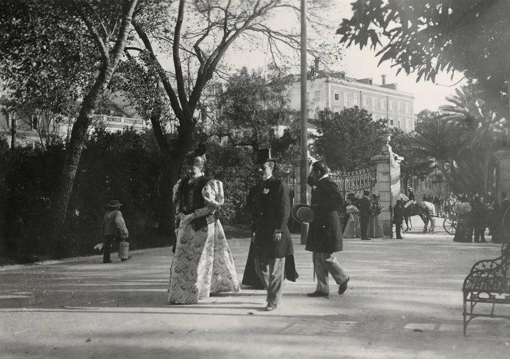 A rainha Dona Amélia no Jardim da Estrela,foto do espólio de Eduardo Portugal, in a.f. C.M.L.