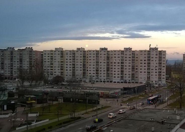Telihold reggel a Havannán