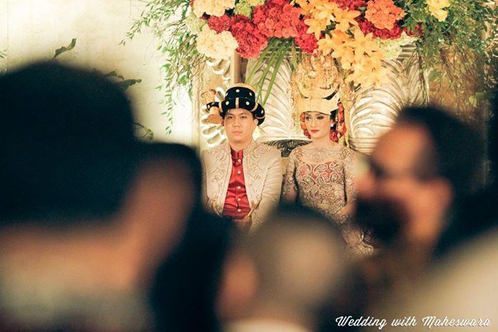 Ampu Mahkota is a crown wear by the groom on his traditional wedding, Batak Mandailing North of Sumatra.