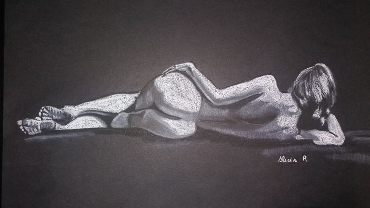 Dibujo realizado en carboncillo blanco y negro, sobre papel Canson. Realizado por Alicia Ruiz.