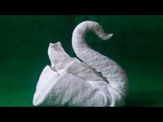 Meine Magd zeigt ihre Origami-Fähigkeiten (Wie man einen Schwan macht) Cisnes de toalha – You …