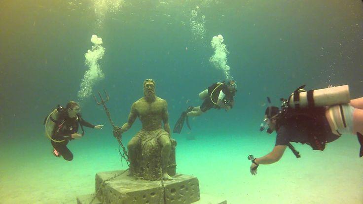 El buceo, la apnea y la caminata acuática, opciones para conocer a Poseidón, la escultura debajo del agua en San Andrés islas, Colombia :D #HosteriaMarySol