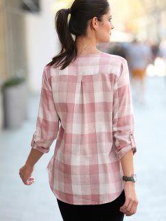 56d585dfc7 Camisa de mujer de diseño muy femenino de grandes cuadros tejidos ...