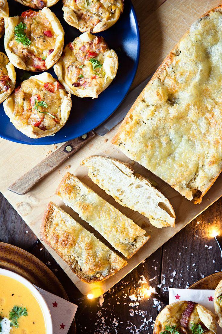 Knoflookbrood met kaas ( altijd boter gebruiken, lekkerder en veel gezonder)