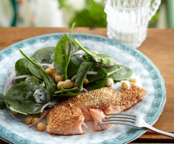 Zalm met sesamkorst en kikkererwtensalade | Gezond eten magazine