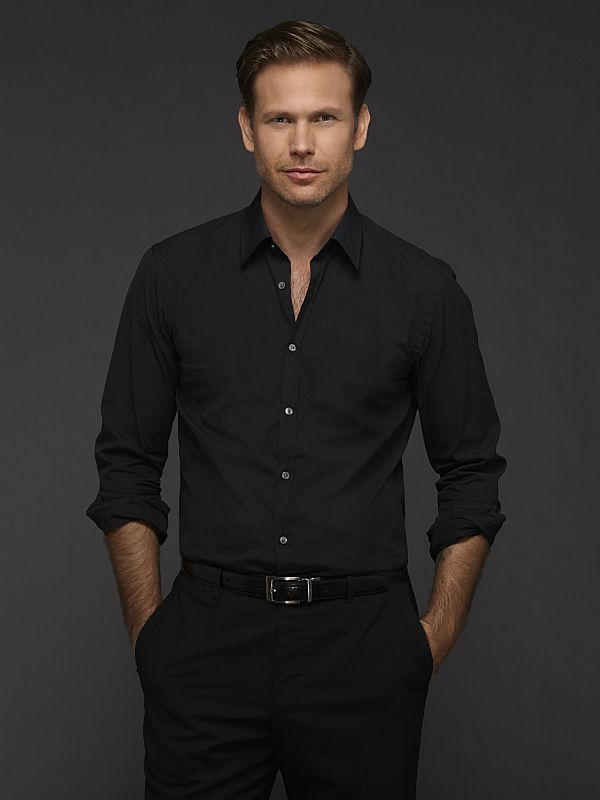 Matt Davis as Alaric Saltzman on The Vampire Diaries Season 6