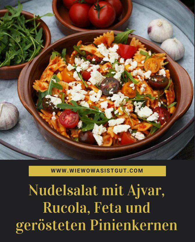 Nudelsalat mit Ajvar, Rucola und gerösteten Pinienkernen   – Salat